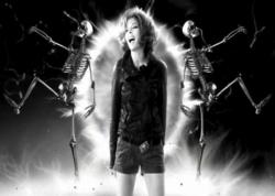 """Vidéo-clip de la chanson """"C'est dans l'air"""" de Mylène Farmer"""