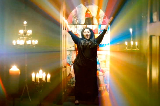 "Vidéo-clip de la chanson ""Perfect World"" de Gossip"