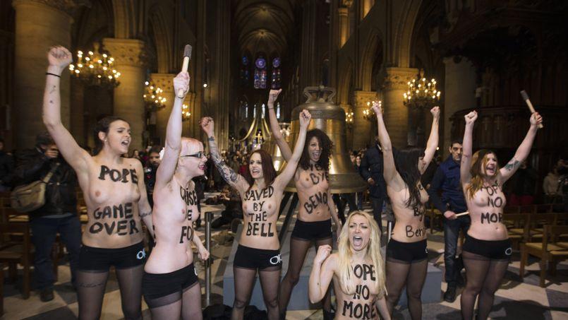 Femen à ND de Paris le 12 février 2013