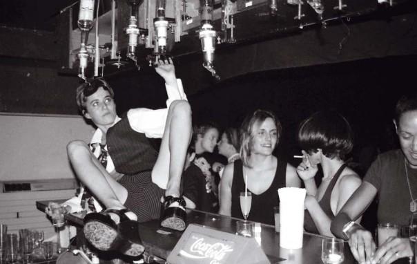 """Boîte lesbienne """"Le Pulp"""" à la fin des années 1990, Paris"""