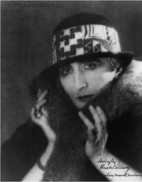 """Le peintre Marcel Duchamp déguisé en """"Rrose Sélavy"""""""