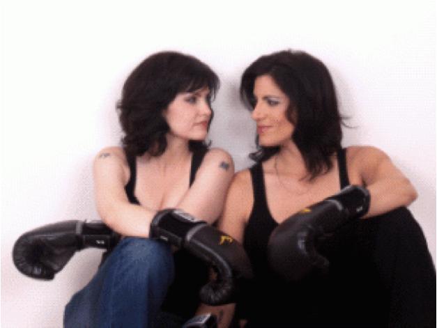 """Couple lesbien en conflit dans le film """"We Have To Stop Now!"""" de Robyn Dettman"""