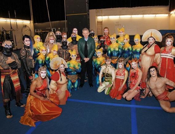 Jean-Paul Gaultier et la troupe d'un cirque asiatique