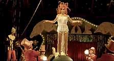 """Vidéo-clip de la chanson """"Optimistique-moi"""" de Mylène Farmer"""