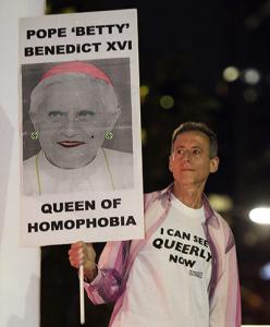 CURÉ GAY Queen of homophobia