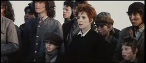 """Vidéo-clip de la chanson """"Désenchantée"""" de Mylène Farmer"""