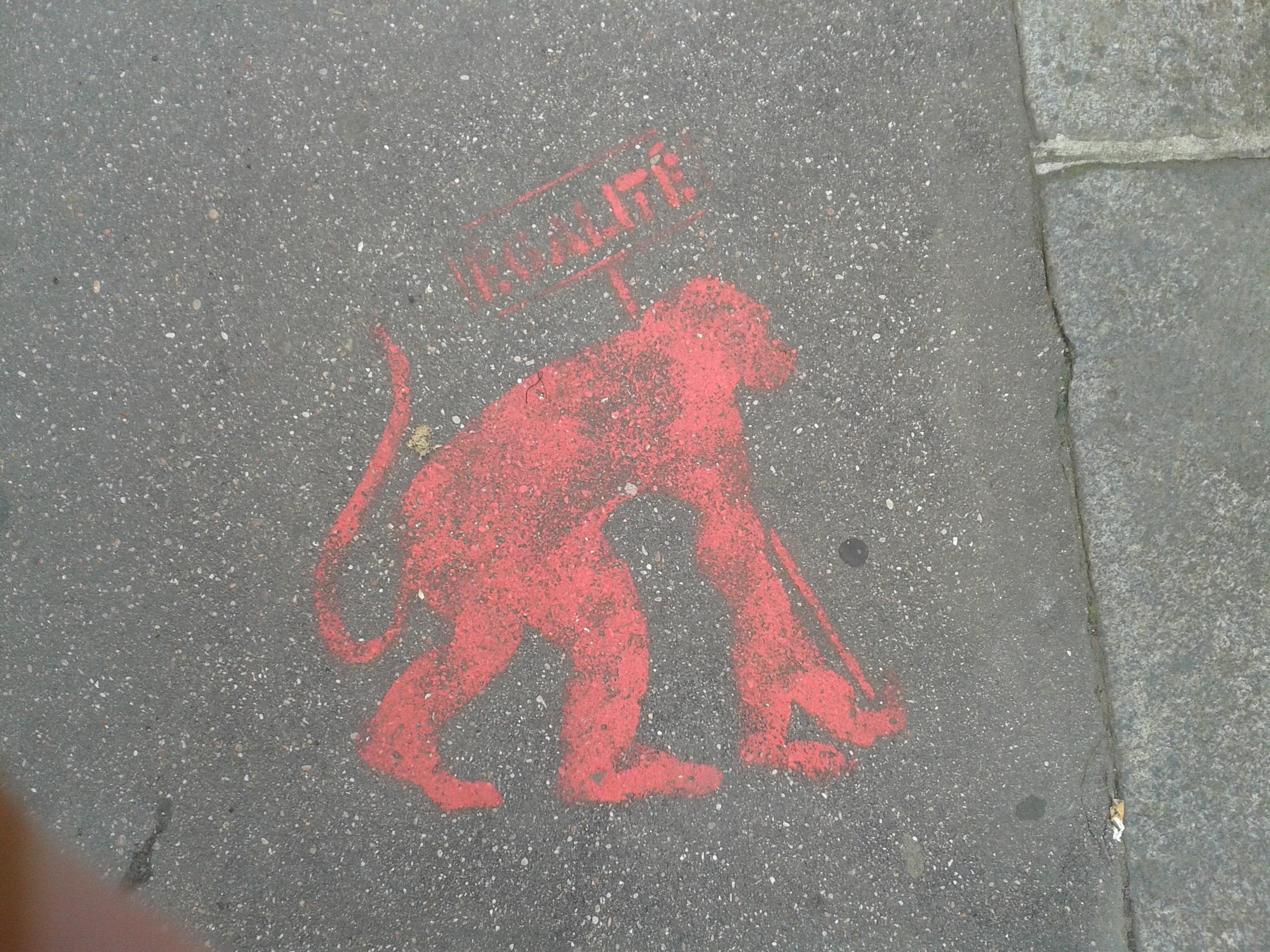 Photo d'un graffiti des pro-mariage-pour-tous défendant l'égalité, et représentant un singe