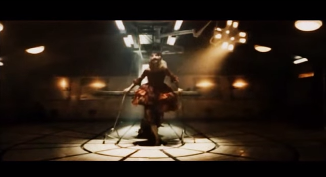 "Vidéo-clip de la chanson ""Monkey Me"" de Mylène Farmer"