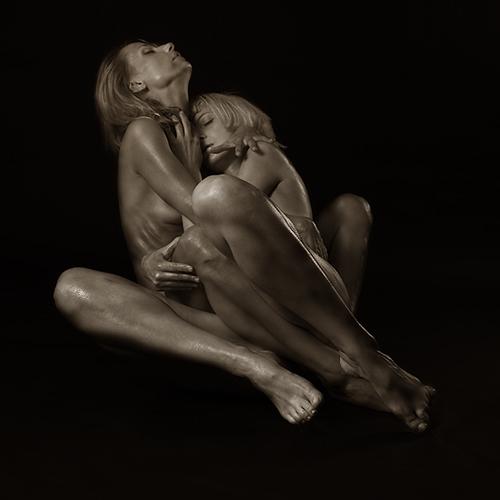 FUSION deux femmes serrées