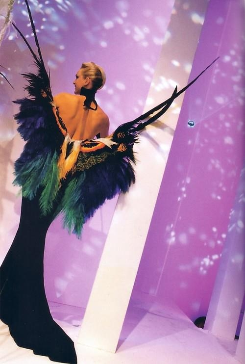 Femme paon thierry-mugler-haute-couture-spring-summer-1997