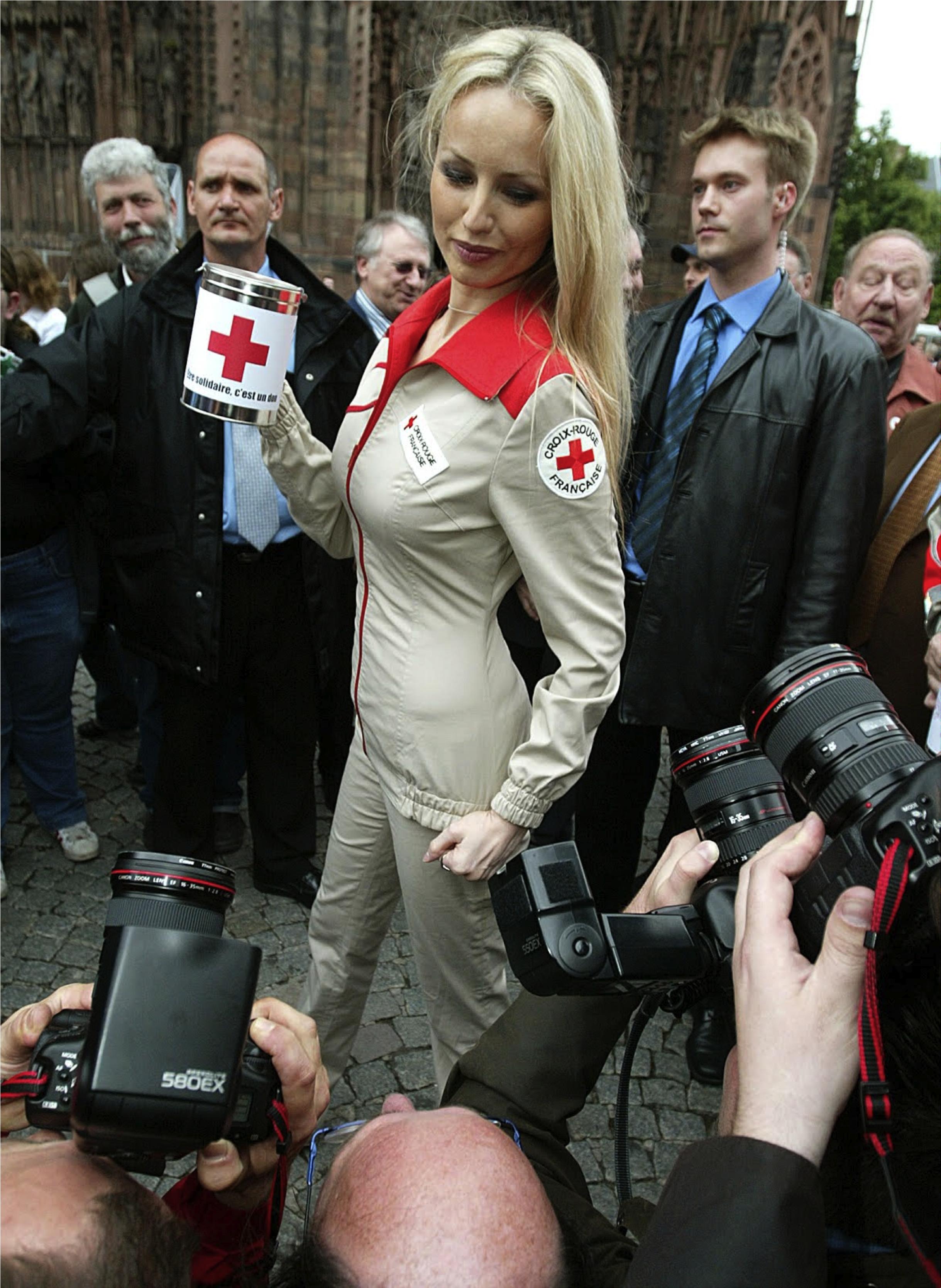 Adriana Karembeu pour la Croix Rouge
