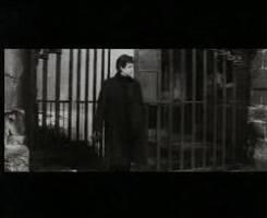 """Vidéo-clip de la chanson """"Regrets"""" de Mylène Farmer"""
