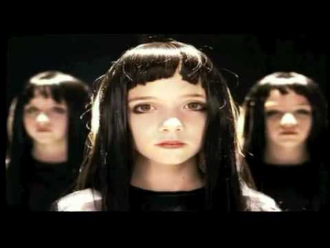 """Vidéo-clip de la chanson """"Mao Boy"""" d'Indochine"""