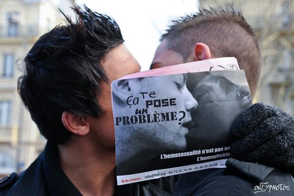 NOIR-BLANC homophobie