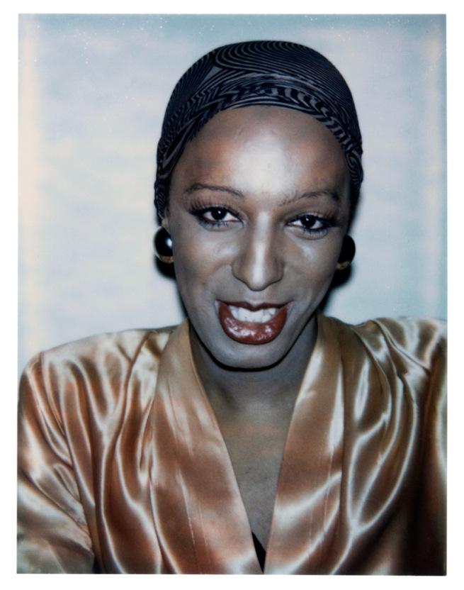 Un cliché parmi d'autres des travestis noirs M to F pris en photo par Andy Warhol