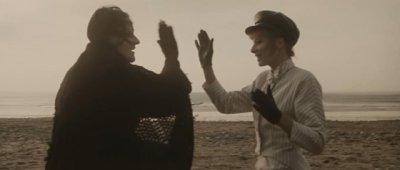 """Vidéo-clip de la chanson """"Sans contrefaçon"""" de Mylène Farmer"""
