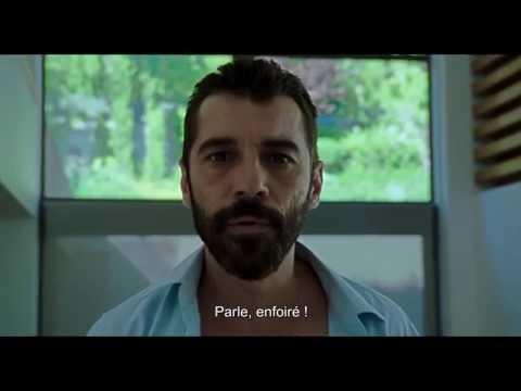"""Film """"Xenia"""" de Panos H. Koutras (avec le père pointé au pistolet par son fils Dany)"""
