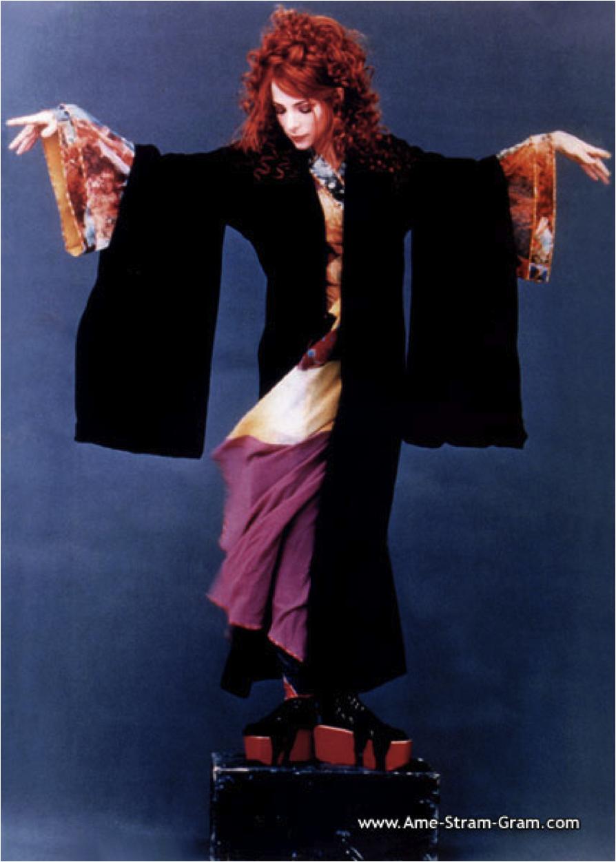 Mylène Farmer en porte-manteau