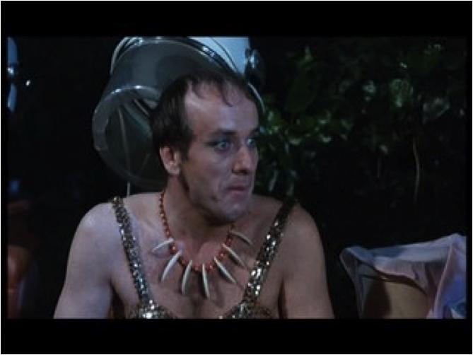 """Le coiffeur homo du film """"Mon curé chez les nudistes"""" de Robert Thomas"""