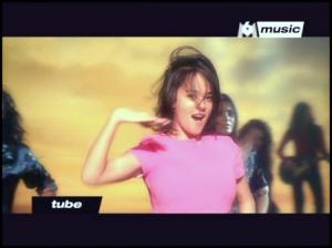 """Vidéo-clip de la chanson """"J'ai pas 20 ans"""" d'Alizée"""