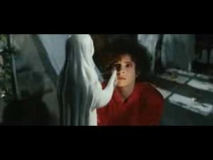 """Vidéo-clip de la chanson """"Plus grandir"""" de Mylène Farmer"""