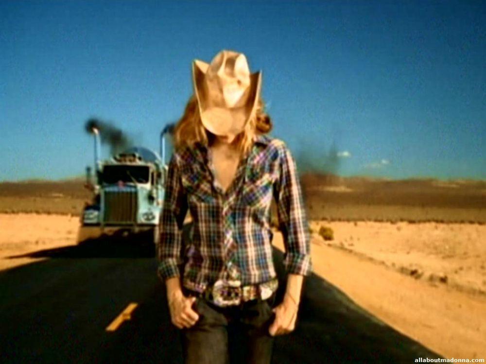 """Vidéo-clip de la chanson """"Don't Tell Me"""" de Madonna"""