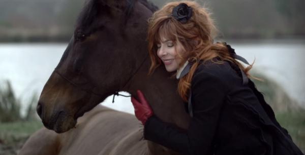 "Vidéo-clip de la chanson ""Je te dis tout"" de Mylène Farmer"