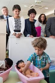 """Les ministres Najat Vallaud-Belkacem et Dominique Bertinotti en extase devant les écoles pro-Gender... pardon, """"égalité des sexes"""""""