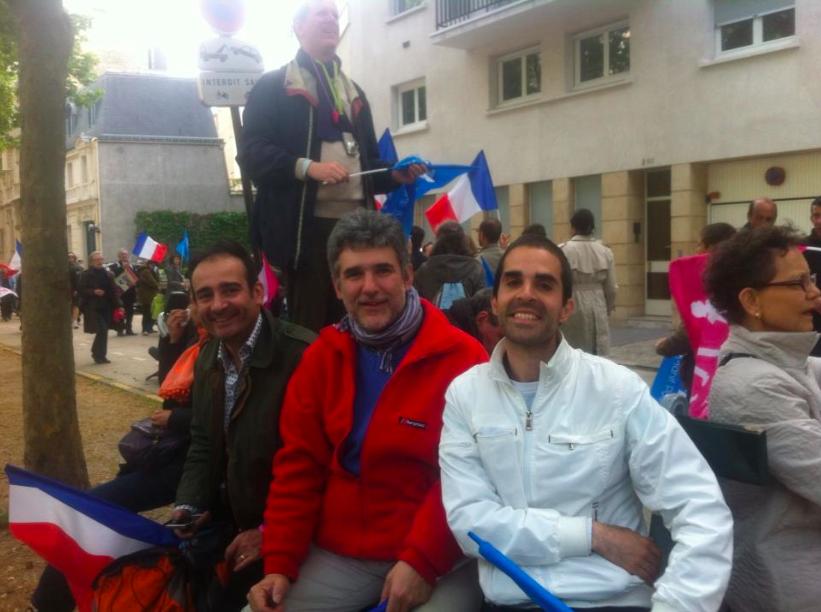 Avec le peintre François-Xavier de Boissoudy et le pédo-psychiatre Vincent Rouyer, à la Manif Pour Tous du 26 mai 2013 à Paris