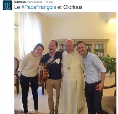 Le Pape avec le groupe Glorious