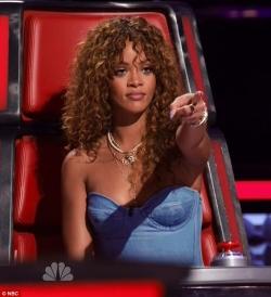Rihanna, ça ne se fait pas de pointer du doigt comme ça, ce n'est pas poli