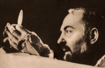 Padre Pio pendant l'Élévation