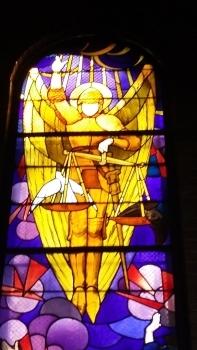 Archange Saint Michel (en forme de V) à l'église éponyme à Paris (17e)