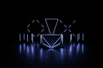 Installation lumineuse et musicale O X à la Gaite Lyrique