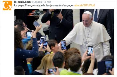 """Entre lui et les autres, les écrans… Le Pape face à la réalité numérique """"engagée"""""""